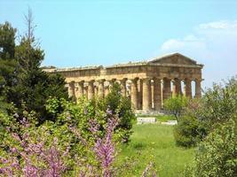 escavações arqueológicas paestum em nápoles foto