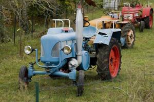 tratores antigos no interior da França foto