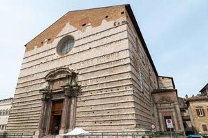 edifício em danti square no centro de perugia, itália, 2021 foto