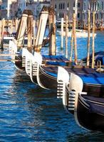 Veneza, Itália. detalhe das gôndolas foto