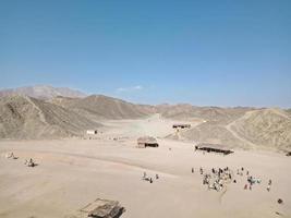 pequenas construções no deserto do egito foto
