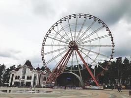 cidade de kharkov, ucrânia, maio de 2019, a roda gigante no parque gorky foto