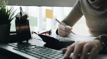 close-up de empresário ou contador foto