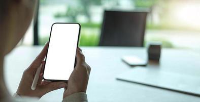 celular com tela branca em branco foto