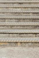 escada com borda de metal texturizada foto
