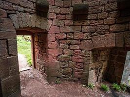 Landsberg de castelo medieval em vosges, alsácia. antigas ruínas nas montanhas. foto