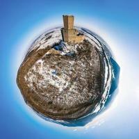 vista panorâmica do pequeno planeta do castelo ortenburg em vosges. foto