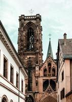 edifícios na cidade medieval de rouffach na alsácia, frança foto