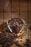 xícara de café fumegante foto