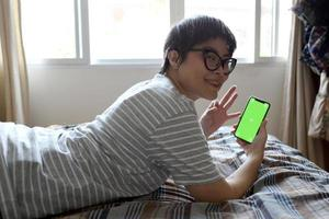 relaxe homem asiático foto