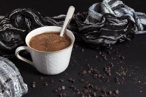 chips de cacau doce de chocolate quente. conceito de foto bonita de alta qualidade