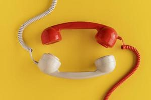 receptores de telefone vintage de vista superior com cabo. conceito de foto bonita de alta qualidade