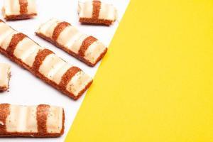 composição vista de cima ou fundo com chocolate delicioso foto