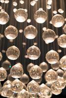 linda decoração de cristal na lâmpada foto