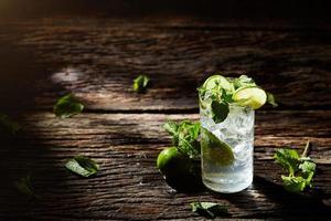 mojito bebida gelada refrescante foto