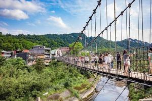 shifen, taiwan, 30 de abril de 2017 - ponte suspensa jingan foto