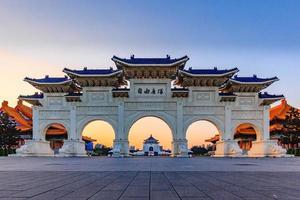 taipei, taiwan, 6 de abril de 2017 - arcada do salão memorial de chiang kai shek foto
