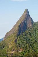 montanha escalavrado localizada na serra de teresópolis no rio de janeiro, brasil foto
