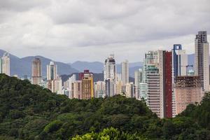 cidade de balneário camboriú em santa catarina, brasil foto