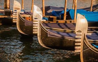 veneza, detalhe das gôndolas foto