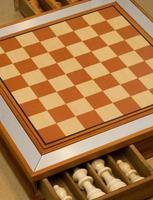 jogos clássicos de tabuleiro de madeira para brincar em família foto