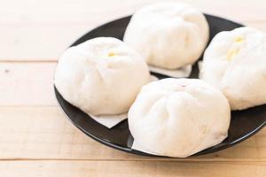 bolinho cozido no vapor ou pão chinês foto