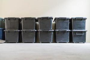 caixa de armazenamento de plástico na sala foto