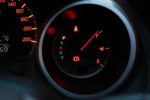 medidor de combustível do carro cheio foto