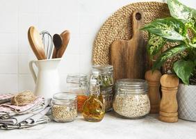 utensílios de cozinha, ferramentas e louças foto