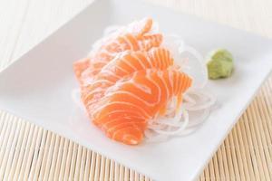 sashimi cru de salmão foto