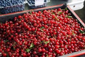 fundo natural com frutas vermelhas cereja foto