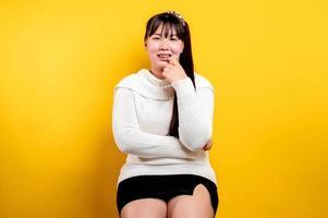 retrato de uma linda mulher asiática com um rosto sorridente. asiática foto