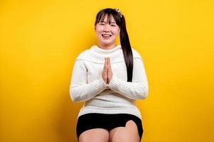 retrato de uma linda mulher asiática com um rosto sorridente. Mulher asiática foto