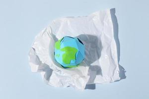 variedade de objetos de plástico não ecológicos foto