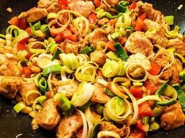 curry de frango apimentado com vegetais foto