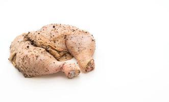 coxa de frango marinado com molho, pimenta preta, alho e pimenta seca foto