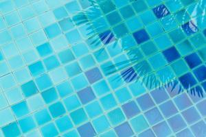 fundo de água da piscina foto