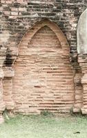 bela arquitetura antiga histórica de Ayutthaya na Tailândia - efeito vintage foto