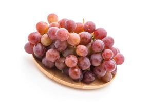 uvas frescas em fundo branco foto