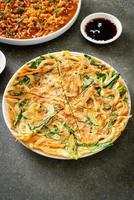 pajeon ou panqueca coreana ou pizza coreana foto