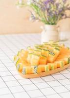 melão melão fresco para sobremesa na mesa foto