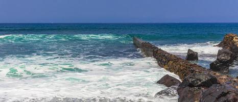 o oceano atlântico em tenerife, nas ilhas canárias, 2014 foto
