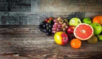 mistura de frutas de comida orgânica vegetariana foto