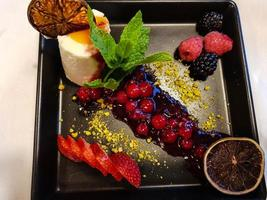 sobremesa doce colorida foto