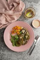 composição com deliciosa refeição vegana foto