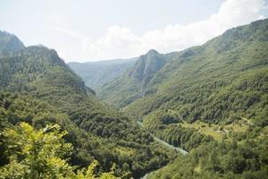 bela vista de viagem em montenegro foto