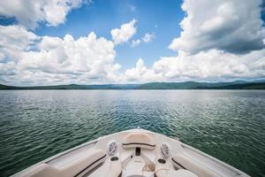 passeios de barco e camping no lago jocassee no interior do estado da Carolina do Sul foto