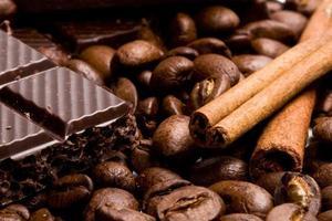 chocolate, café e canela em pau foto