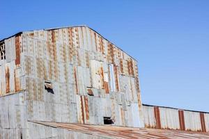 closeup antigo moinho feito de ferro galvanizado enferrujado foto