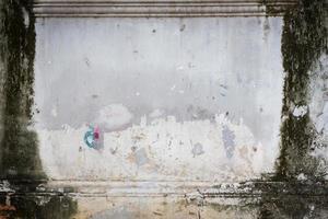 parede grunge com sujeira à esquerda e à direita, copyspace no meio foto